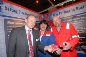 Geoff Holden, chief executive of LEEA (left) presented the very first TEAM cards to employees of Certex (UK) in 2009